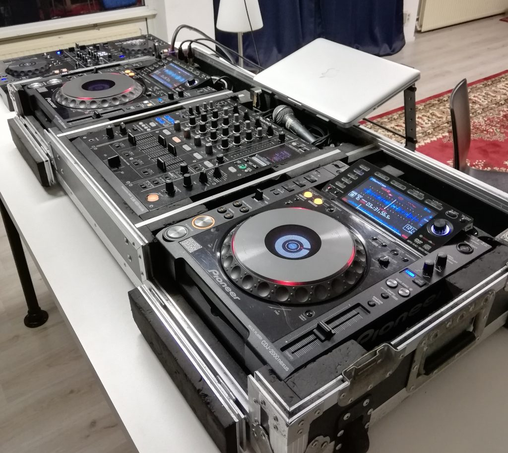 Professionele Pioneer CDJ2000nexus DJ set bij School of Hits